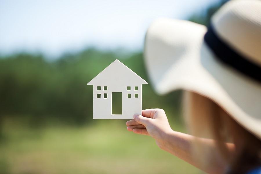 大人の女性は経験と才能で理想の家を育てる